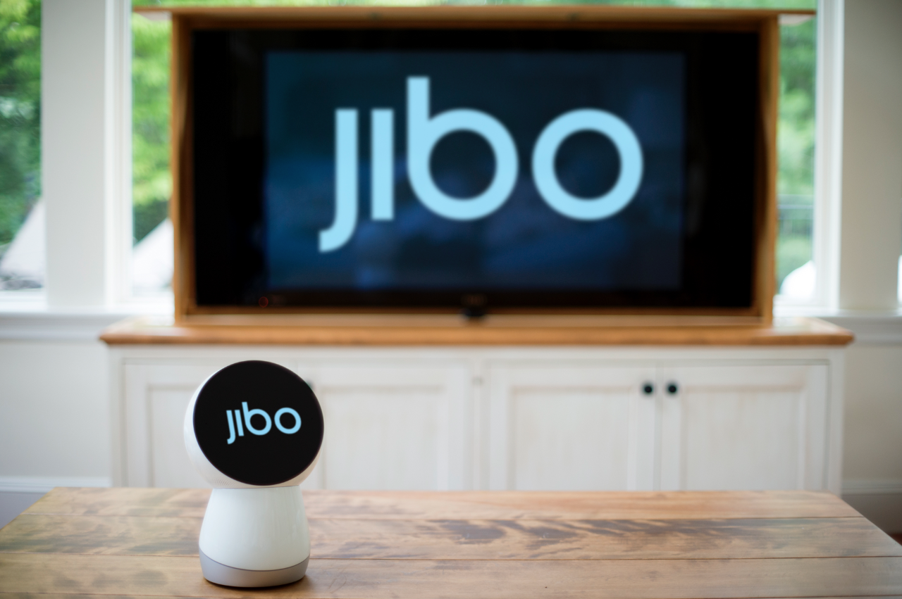 JIBO-robot-the-World-First-Family-Robot-feeldesai2